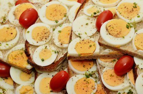 Защо солим при варене яйцата?
