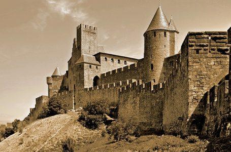 От средновековна крепост към кралско укрепление